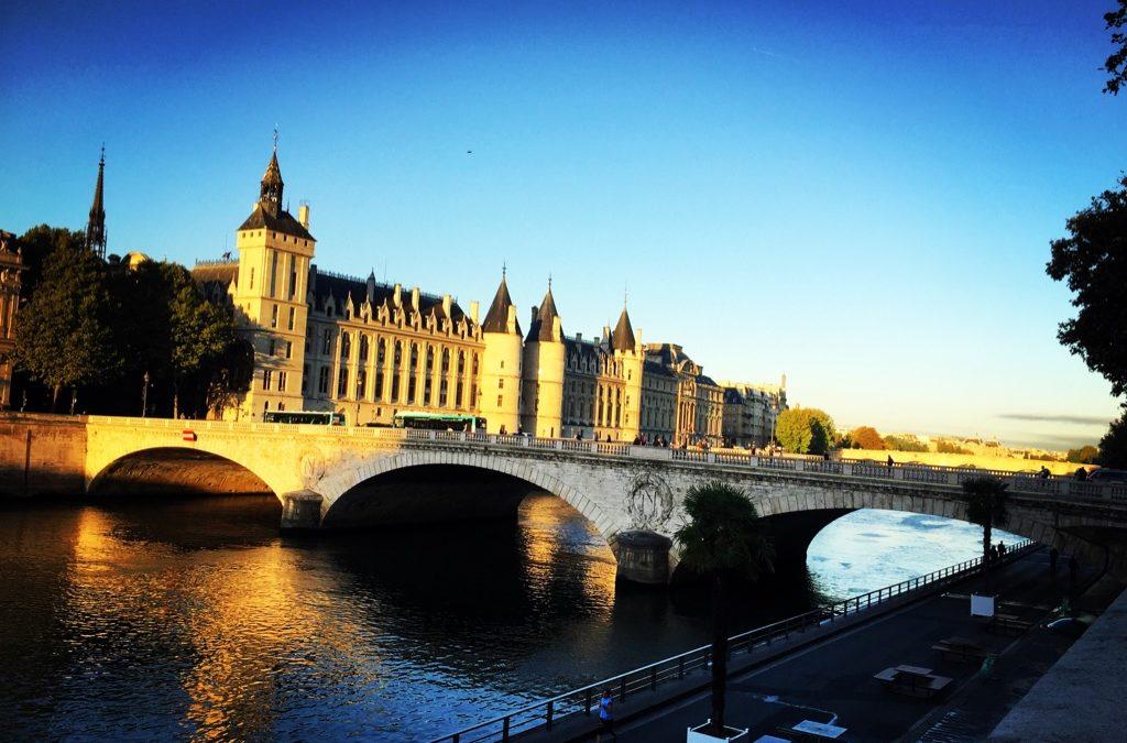 Conseils et astuces indispensables pour votre première visite à Paris